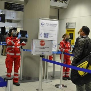 Contagi in arrivo via aeroporti e vaccinazioni con J&J: il Piemonte pronto ad agire