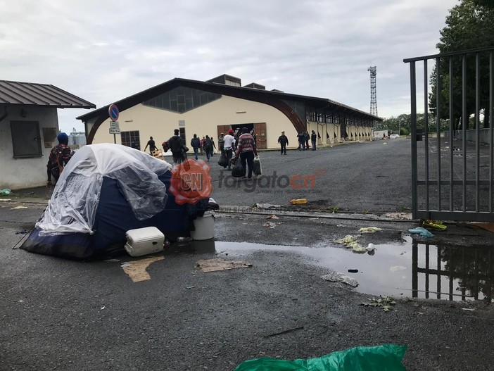 L'apertura dei cancelli del Foro Boario, ieri pomeriggio, a Saluzzo