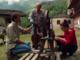 Al Museo Coumboscuro i volontari sistemano l'allestimento per i visitatori