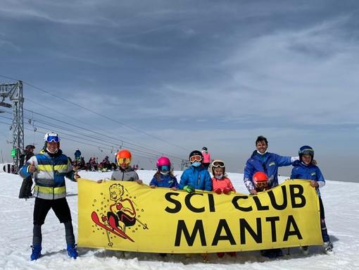 I giovanissimi allievi e allenatori sul ghiacciaio francese