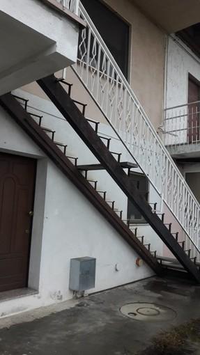 """Avevano rubato anche i gradini di una scala a Sommariva del Bosco: sgominata la """"banda del buco"""" (VIDEO)"""