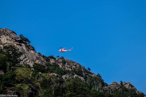 L'elicottero dei Vigili del fuoco sorvola il Mombracco - PH ELENA PASCHETTO