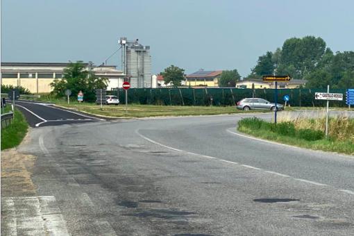 In foto l'incrocio che da Savigliano conduce verso frazione Sanità e verso Saluzzo