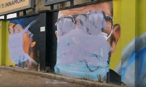 Il murale dedicato agli operatori sanitari, deturpato