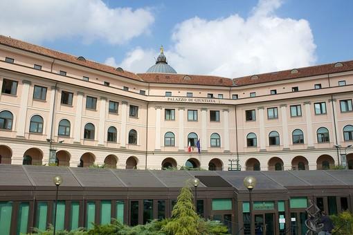 """Il palazzo di giustizia di Asti, dove è in corso il processo sulla """"truffa dei bengalesi"""""""