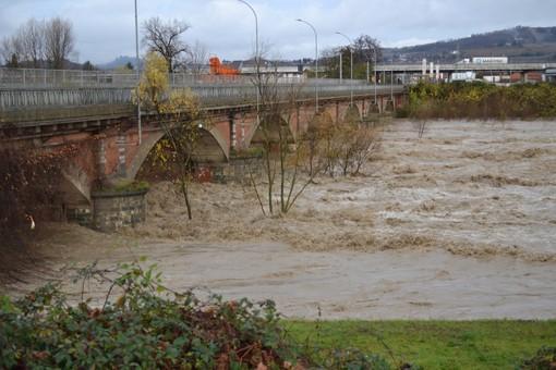 Il Tanaro in piena durante i giorni dell'alluvione 2016 (Foto Campigotto, Comune di Alba)