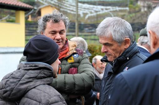 Sergio Chiamparino con i rappresentanti sindacali della cartiera Burgo