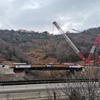 Crollo viadotto A6 Torino Savona: posato il ponte in acciaio, entro il 7 marzo la possibile riapertura (VIDEO)