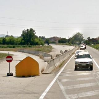 Il vecchio imbocco della tangenziale albese, lungo corso Asti a Vaccheria di Guarene