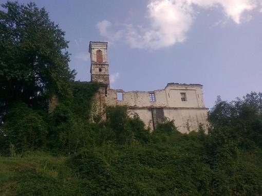 La chiesa di San Lorenzo a Viola Castello (© targatocn.it)