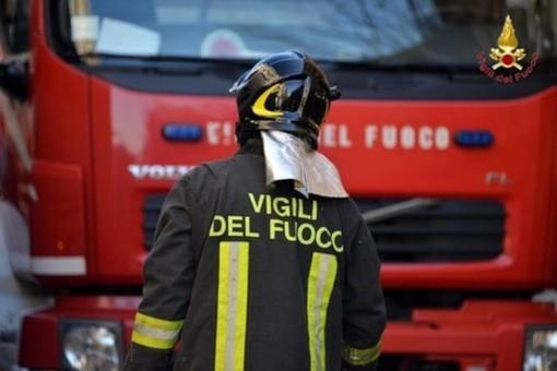 Incidente alla rotonda di viale Vittorio Veneto a Carrù: una sola vettura coinvolta