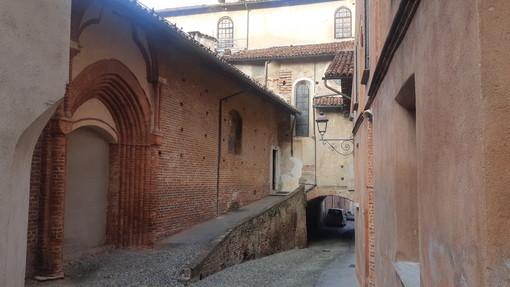 Saluzzo, via Tapparelli in corrispondenza della chiesa di San Giovanni