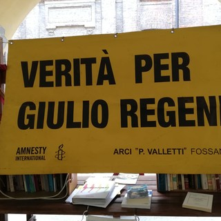 #4annisenzaGiulio, quattro anni senza verità: a Fossano lo striscione in via Garibaldi