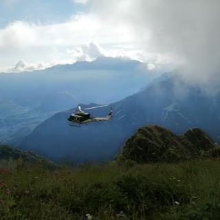 Alcune immagini dell'elicottero Drago e delle ricerche da terra