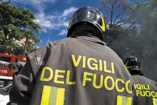 Incendio boschivo a Saliceto in frazione Lignera Soprana, diverse squadre sul posto per sedare le fiamme