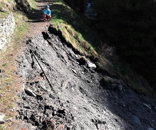 La frana lungo il sentiero che conduce al Rifugio Vallanta