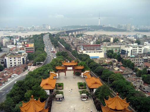 Una veduta di Wuhan, metropoli cinese da 11 milioni di abitanti (Wikipedia)
