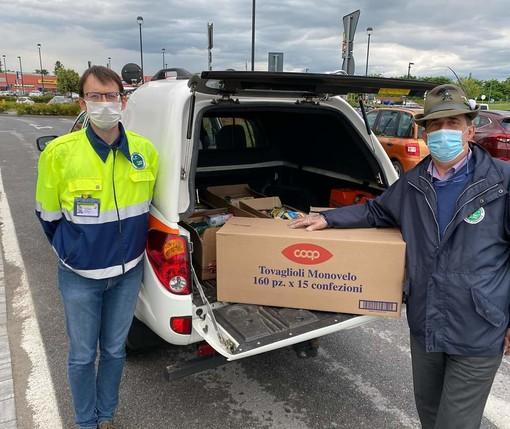 Ipercoop dona 100Kg di beni di prima necessità agli Alpini di Mondovì per aiutare le famiglie bisognose