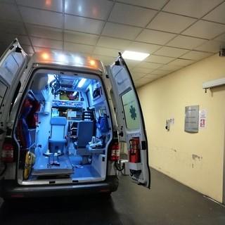 Auto contro moto nella notte a Cuneo: codice giallo per il centauro