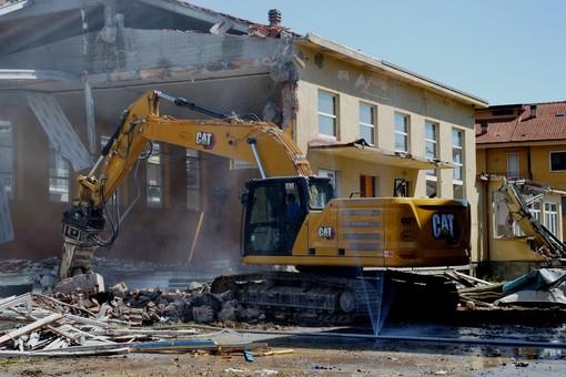 Busca avrà un nuovo polo scolastico: iniziato l'abbattimento della vecchia struttura