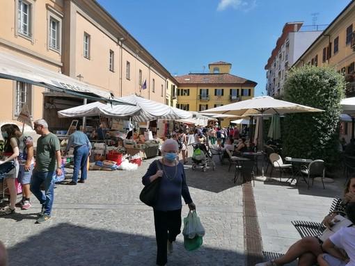 """Alba, ultime settimane lontane dal centro per gli ambulanti """"sfrattati"""" da via Maestra, via Cavour e piazza Duomo?"""