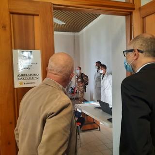 Alla caserma Vian il terzo centro vaccinale di Cuneo: le strutture ci sono, mancano vaccini e vaccinatori [VIDEO]