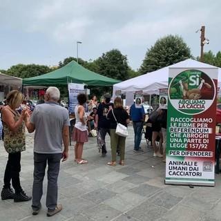 """A Mondovì e Savigliano continua la raccolta firme per il referendum """"Sì, Aboliamo la caccia"""""""