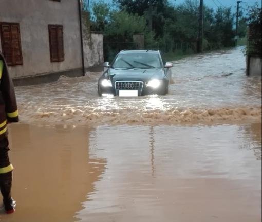 Violento temporale a Piozzo, venti abitazioni allagate (VIDEO)