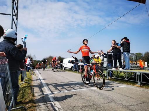 Ciclismo Juniores: ai Picchi di Cherasco  si impone il bustocco Alleva al termine di una gara dura e tiratissima