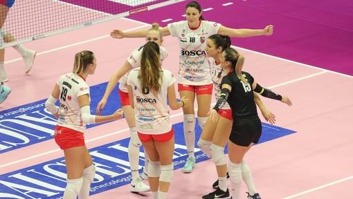 Volley Serie A1 - La Bosca S. Bernardo Cuneo espugna Monza al tie-break