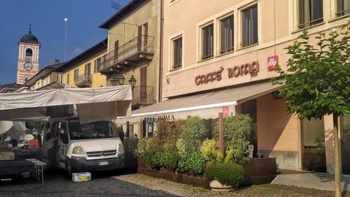 Boves si risveglia con il sole, tra bar aperti e banchi del mercato, tornati nelle piazze del paese