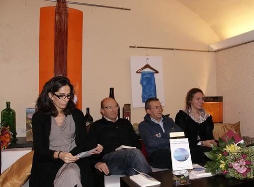 """A Bra grande partecipazione per """"Oltre le nuvole"""" , la raccolta di versi di Emanuela Bertello"""