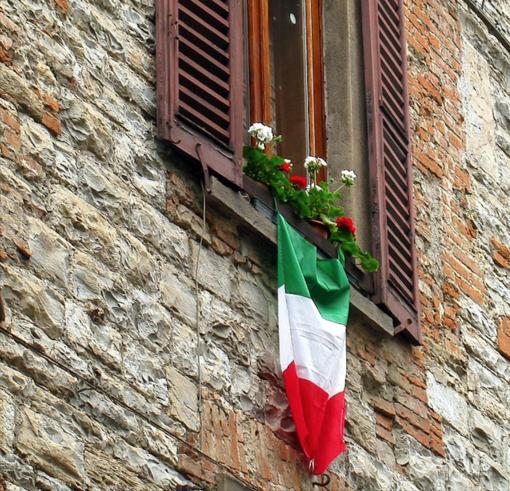 """La comunità cuneese di Fratelli d'Italia commemora la giornata del IV Novembre: """"Appendete il tricolore al balcone"""""""