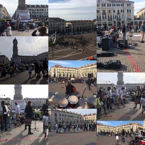 """Musica e festa in piazza Galimberti a Cuneo: """"In sicurezza, ma ridiamo ai giovani degli spazi reali"""" [FOTO E VIDEO]"""
