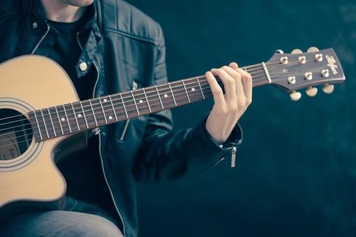 Chitarra e corde: quante e per quali generi?