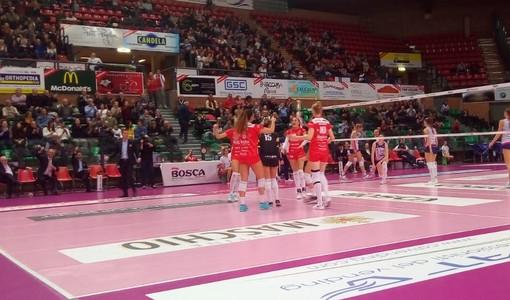 Volley femminile A1: la Bosca S.Bernardo Cuneo batte Scandicci al tie-break, che partita al Pala UBI Banca!