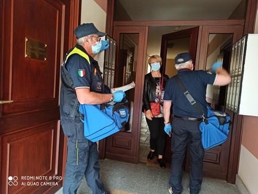Terminata la consegna delle mascherine della Regione e del Lions Club a 4400 famiglie di Busca
