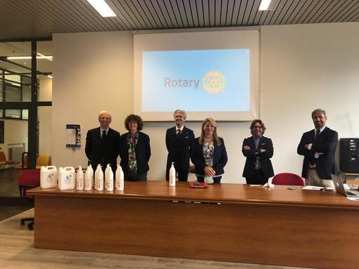 I Rotary Club della Granda vicini alla scuola: in dono 1150 dispenser di gel igienizzante a tutti gli istituti