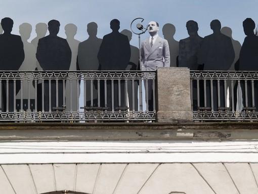 Il 26 luglio 1943 Duccio Galimberti si affaccia dal balcone della sua abitazione per celebrare la caduta della dittatura e per spronare la cittadinanza alla lotta