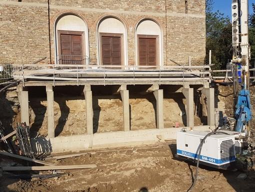 Lavori in corso alla voragine di Cossano Belbo: forse domenica la parrocchia riapre ai fedeli