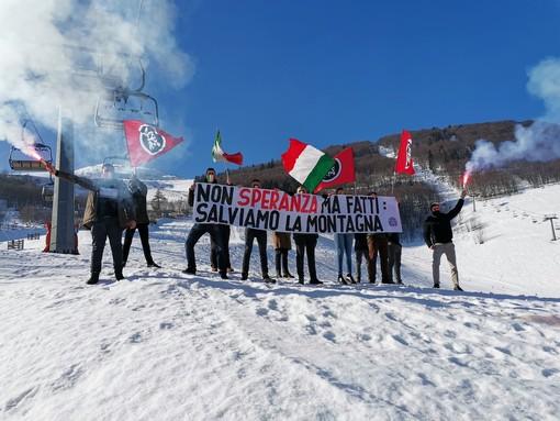 """""""Non Speranza ma fatti, salviamo la montagna"""": striscione di CasaPound a Limone Piemonte"""