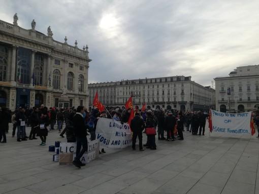 """Crisi Mahle, in piazza Castello i lavoratori di La Loggia e Saluzzo: """"Ritirare i licenziamenti, la Regione è con noi"""" (VIDEO)"""