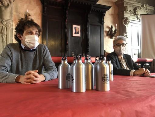Cinque erogatori dell'acqua pronti per essere allestiti nelle scuole elementari e medie di Savigliano