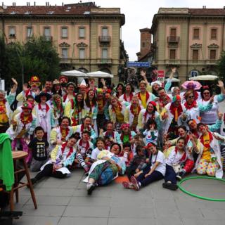 Una mascherina non fermerà il sorriso: ritornano i clown in corsia ad Alba e Bra