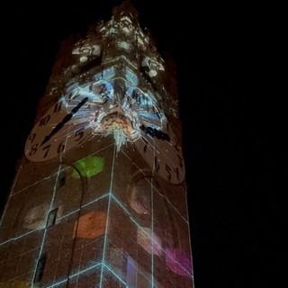 """A Mondovì la Torre del Belvedere si accende con le luci di """"Cuneo Provincia Futura"""" [FOTO E VIDEO]"""