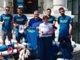 I quattro ragazzi con l'assessore al Turismo di Sanremo Giuseppe Faraldi