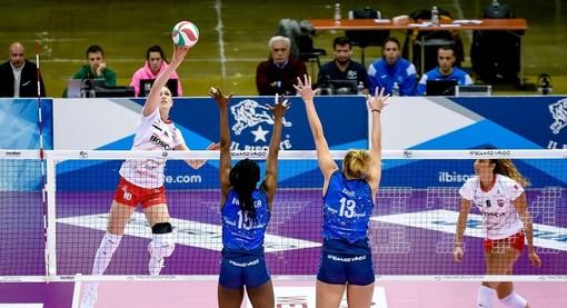 Lise Van Hecke con i suoi 24 punti è stata la miglior realizzatrice del match con Il Bisonte Firenze (credit Danilo Ninotto)