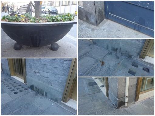 Muri e vetrine di Bra come wc per i cani: la polemica corre sul web (Foto)