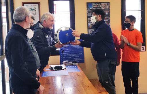Consegnato il primo kit Covid del Cai al rifugio Quintino Sella nel comune di Crissolo
