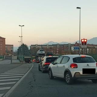 """Cuneo, galleria """"Est-Ovest"""" in semaforo rosso: nessun incidente ma improvvise quantità di fumo oltre il normale"""